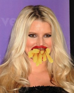 jessica-simpson-eating-french-fries